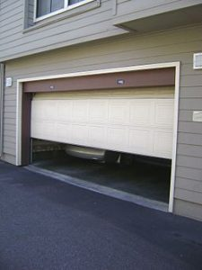256px-garage_door_sliding_up
